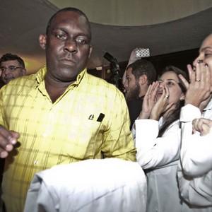 Brasileiros vaiam médico cubano na chegada ao aeroporto